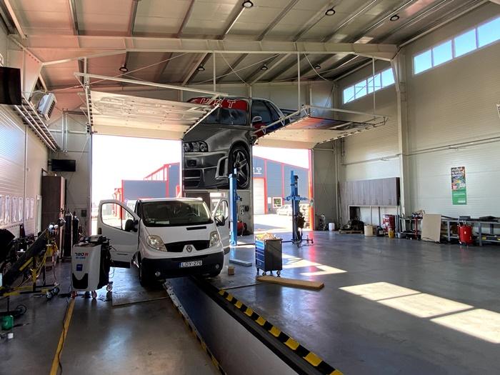 Gépjármű-javítási munkaállomások a HCT Szakképzési Center II-ben
