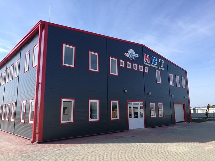 A HCT Szakképzési Center I. főbejárata